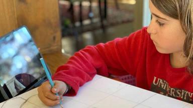 El pequeño a un auténtico artista a sus 13 años: canta, baila y ahora también ¡pinta!