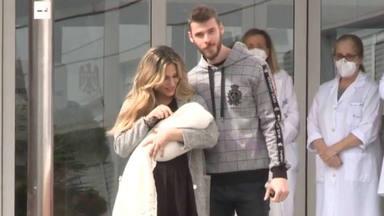 Primera imagen de familia: Edurne y David de Gea salen del hospital tras convertirse en padres de Yanay