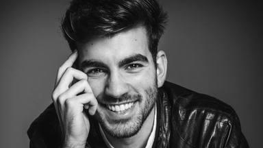 Alejandro Bejarano encadena 2 baladas a tener en cuenta: 'Te echo de menos' y 'Atardeceres llorando por verte'
