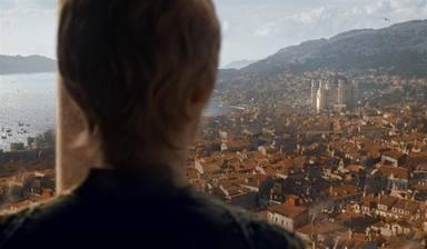 Cersei observa la destrucción de Desembarco del Rey en Juego de Tronos