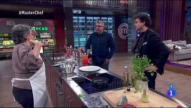 Florentino Fernández y Pepe Rodríguez intentan animar a Juana en MasterChef