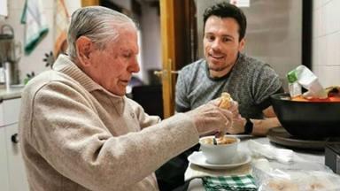 El entrañable reencuentro entre el actor Octavi Pujades y su padre en el que se ''cuela'' un viejo conocido