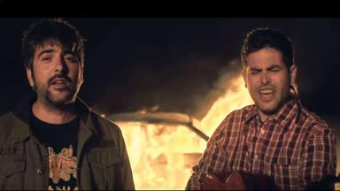 """Escuchamos con intensidad """"Fuego"""", con Estopa cantando al amor y sonando en CADENA 100"""