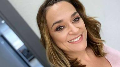 Toñi Moreno se derrite al ver a su hija pisar la arena de la playa por primera vez