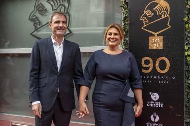 Carlota Corredera recibe un premio en el Museo Chicote y se lo dedica a su marido, Carlos de la Maza