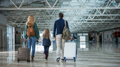 ¿Te gustaría saber si viajar al lado de un niño en un avión para cambiar el asiento?