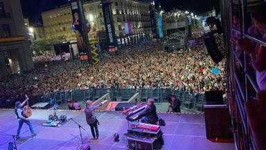 Los Secretos toman la Plaza del Pilar de Zaragoza sobre el escenario de CADENA 100 con 'Mi Paraíso'