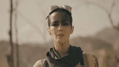 """Así suena Vega en 'Golpe', su nueva canción que se estrena con videoclip al más puro estilo """"Mad Max"""""""