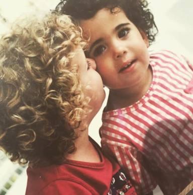 Álex Lequio y su prima Marta en una foto de cuando tenían dos años