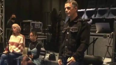 Alejandro Sanz prepara su concierto online y anuncia la presencia de TINI