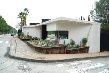 Exterior de la nueva casa de Sergio Ramos y Pilar Rubio en La Moraleja, en Madrid