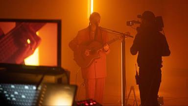 Aquí está, en vídeo, la interpretación de Alice Wonder con su álbum y que realizó cinco meses atrás
