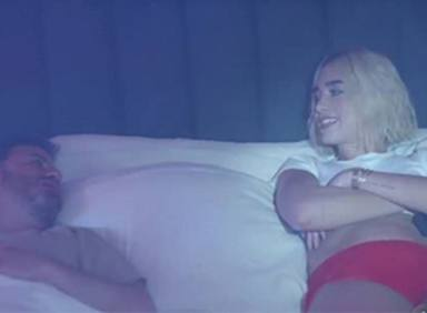 Dua Lipa monta un fiestón en la habitación de Jimmy Kimmel