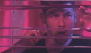 Nick Jonas en el videoclip de 'Only human'