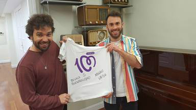 ¿Quieres ganar esta camiseta de CADENA 100 firmada por Arnau Griso?