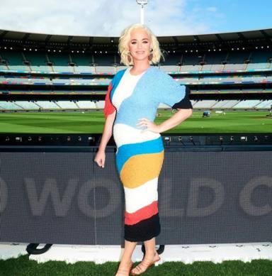 Katy Perry presume de embarazo en Australia
