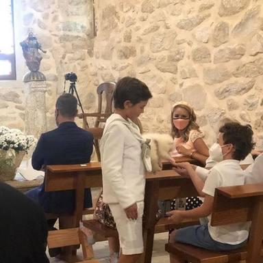 Lucas, el hijo de Alba Carrillo y Fonsi Nieto, hace la Primera Comunión