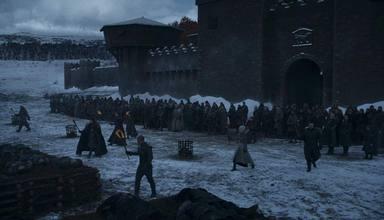 Las huestes de los vivos frente a Invernalia en Juego de Tronos