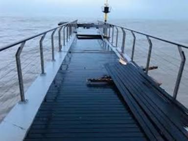 El Pont del petroli de Badalona impossible poder reparar-lo abans de l'estiu