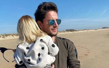 Manuel Carrasco junto a su pequeña Chloe