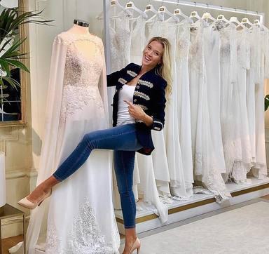 Patricia Montero escogiendo su vestido de novia para la boda