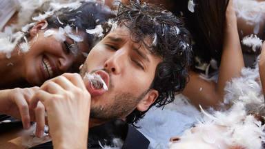 """Sebastián Yatra se va de fiesta a un tablao flamenco en el videoclip de """"A dónde vas"""""""
