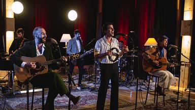 El grupo 84 junto a Carlos Tarque estrenan 'El Pasado', un nuevo adelanto del próximo álbum