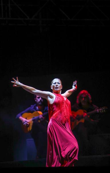 Sara Baras sobre el escenario del Concert Music Festival desplegando la fuerza de su espectáculo Momentos