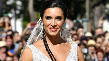 Pilar Rubio saca del armario su vestido de boda y posa en la nieve con él