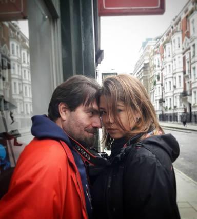 Eva Arriba con su padre