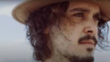 Paul Alone abre la música a los aires del sur y estrena 'No valgo pa' ciudad'