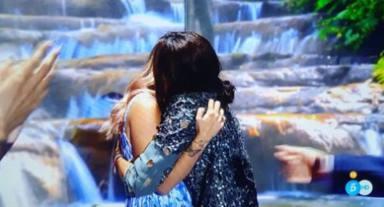 Rocío Flores recibe a Olga Moreno en el plató de 'Supervivientes'