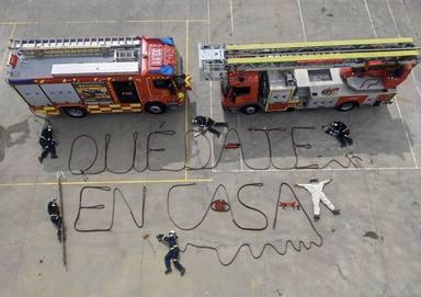 Los bomberos de Aranjuez hacen un dibujo a lo grande