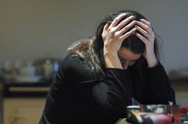 A qué se debe el dolor de cabeza en pleno confinamiento