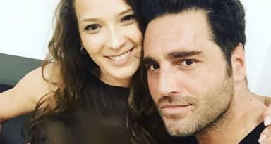 Yana Olina se queda embelesada al escuchar a su novio Davis Bustamante cantar