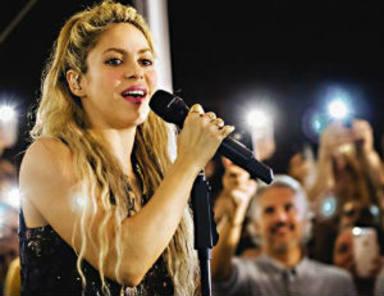 Shakira comparte micrófono con una de las personas más importantes de su vida