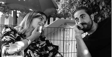 Andrés Suárez junto a su gran amiga, la escritora Elvira Sastre