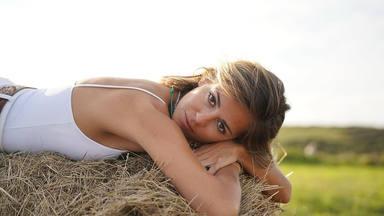 """Sofía Ellar y su nueva afición por el surf """"El verano se alarga hasta que uno se lo propone"""""""