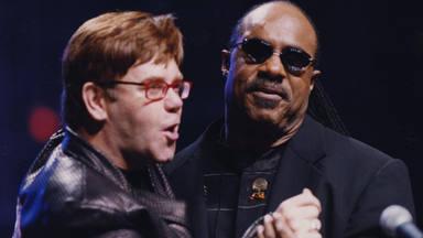 Juntos dos iconos: Elton John y Stevie Wonder interpretan 'Finish Line' y suena la armónica del norteamericano