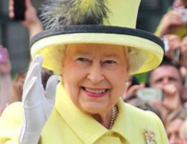 Los mensajes claves que manda la Reina Isabel II cuando se aburre