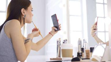 Siete puntos a tener en cuenta si usas tu móvil como espejo