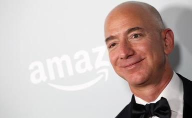Jeff Bezos, fundador d'Amazon, es converteix en l'home més ric de la història