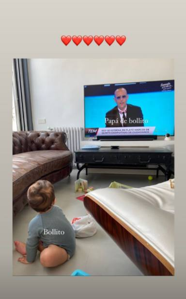 Laura Escanes y Roma ven en la tele a Risto Mejide