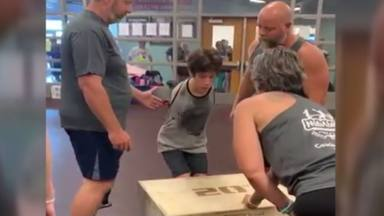 La historia de superación de Tim, el joven sin brazos que ha conseguido el mayor de los retos