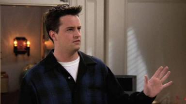 Matthew Perry encarna a Chandler Bing en 'Friends'
