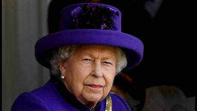 La Reina Isabel II necesita urgentemente un 'community manager': estos son los requisitos y el salario