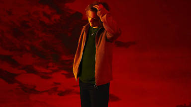 """Lewis Capaldi continúa emocionando con """"Before You Go"""" y su inalcanzable interpretación"""