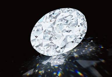 """Subhastat un diamant """"perfecte"""" de 102 quirats per 11.4 milions d'euros"""