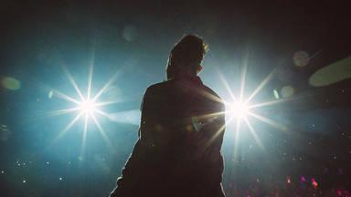 Maroon 5 reescribre 'Memories' sumando una emoción más a la dedicatoria al desaparecido mánager del grupo