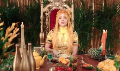 Shakira como una reina en el videoclip de Me gusta